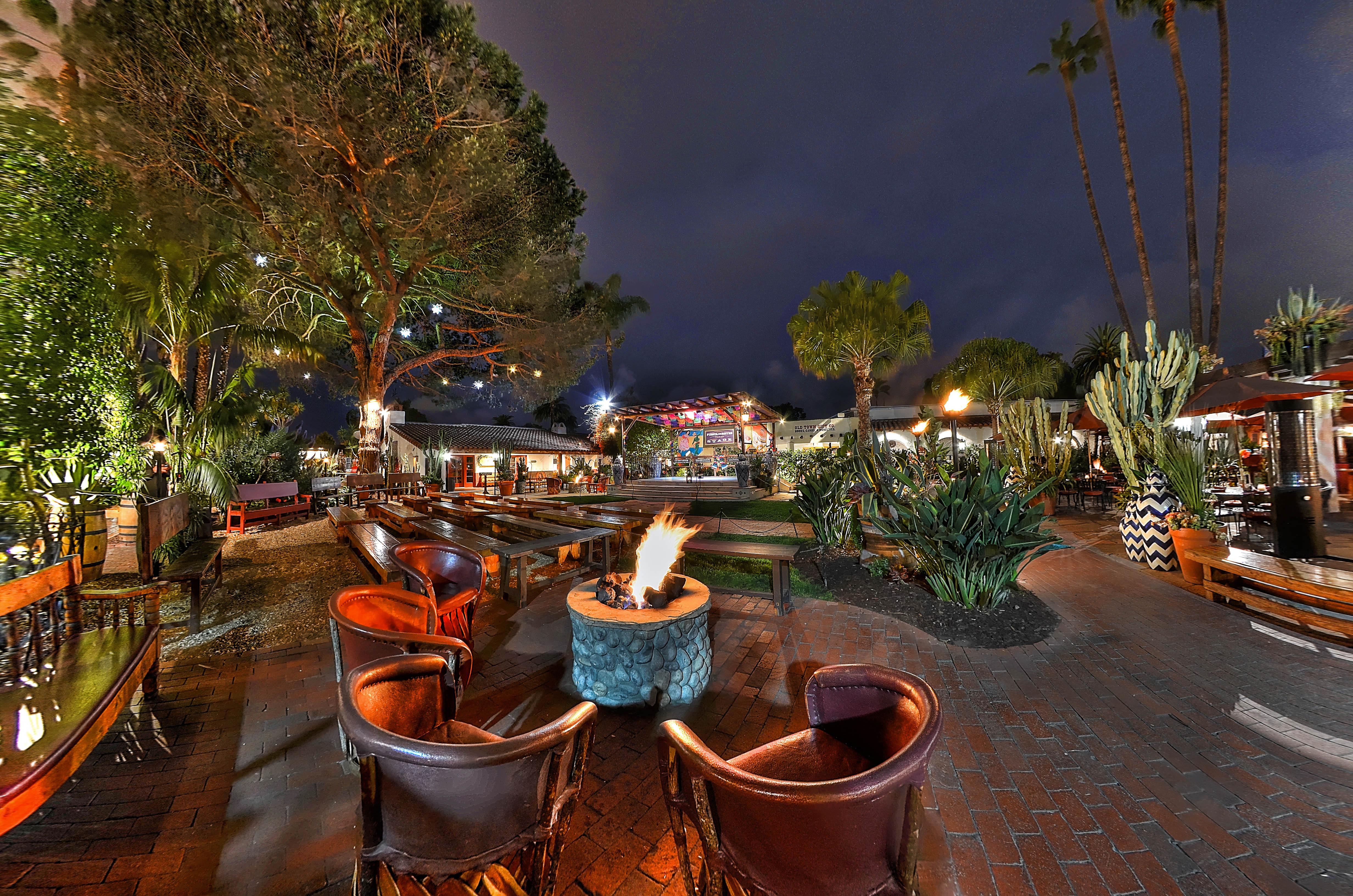 Casa-15-Courtyard at night